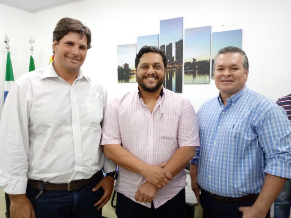 Com apoio do SRCG, prefeitura assina contratos com produtores da Bacia do Guariroba