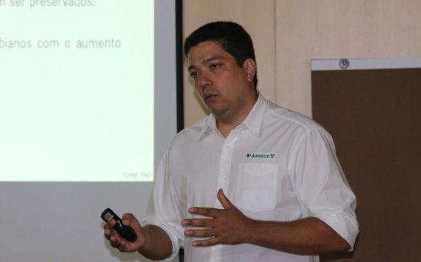 Diretor executivo da Assocon Bruno Jesus fala sobre antimicrobianos em entrevista para o SRCG