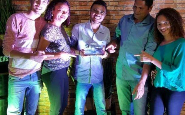 Estagiário do MNP recebe troféu Famasul de Jornalismo